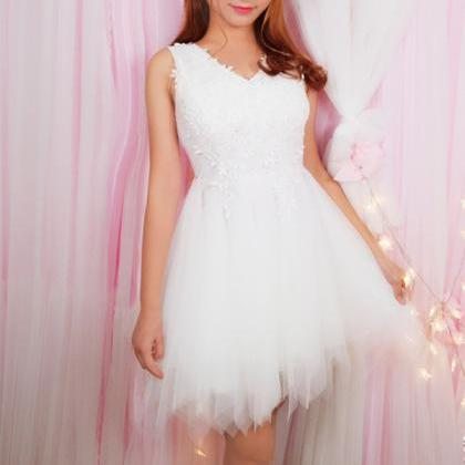 Lovely White Tulle and Lace Short W..