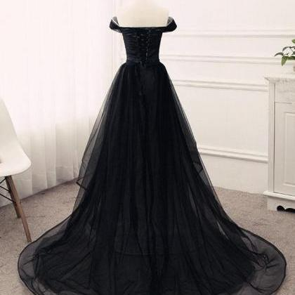 Black Off-The-Shoulder Tulle A-line..