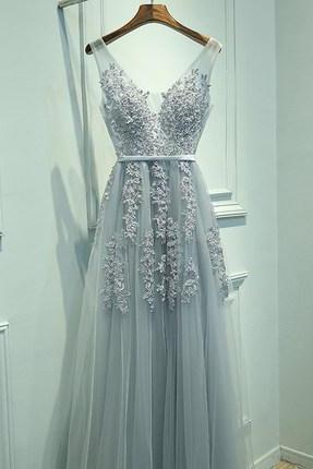 Elegant Grey Tulle V-neckline Floor Length Party Gown with Lace Applique, Grey Prom Dresses 2017, Tulle Formal Gowns